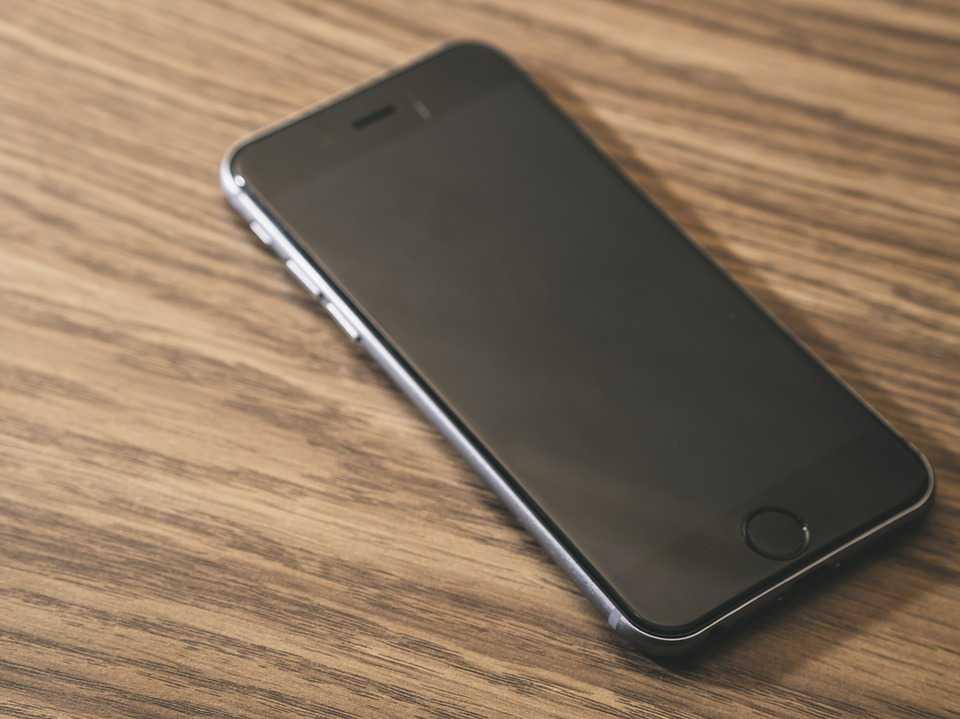 Forbliv online på farten med en trådløs oplader